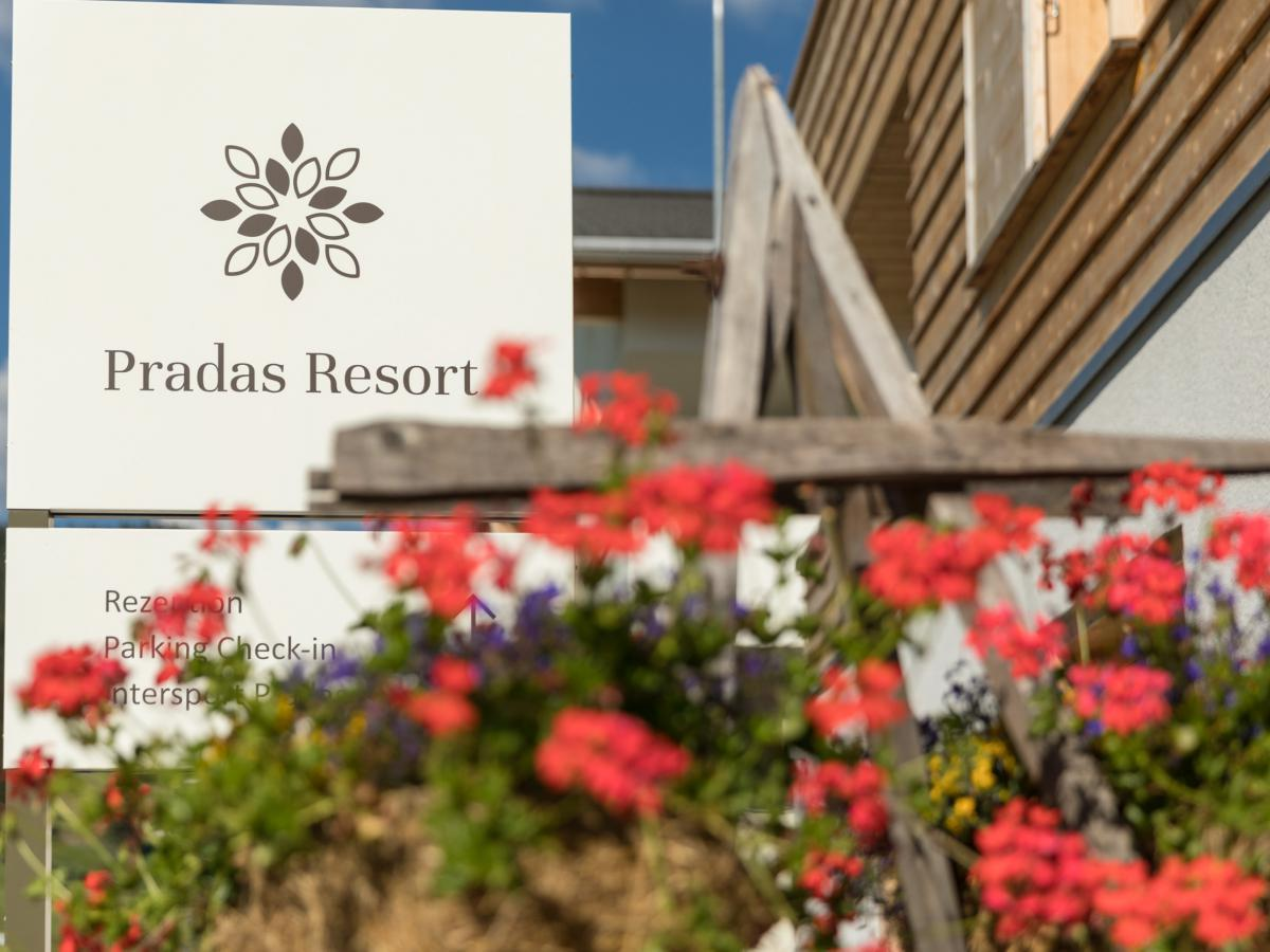 Pradas Resort Logo